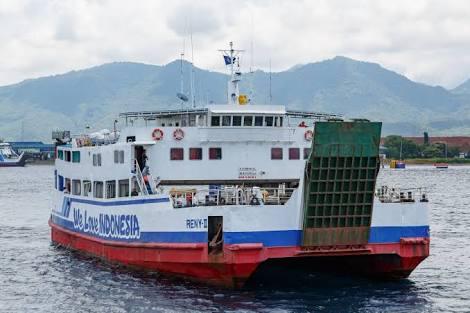 Ferry bali strait